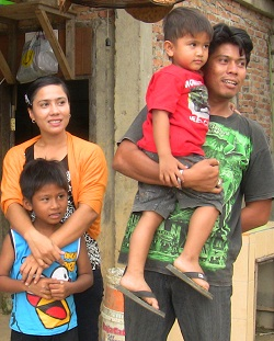 Owner of Pemancingan R & R with his family.