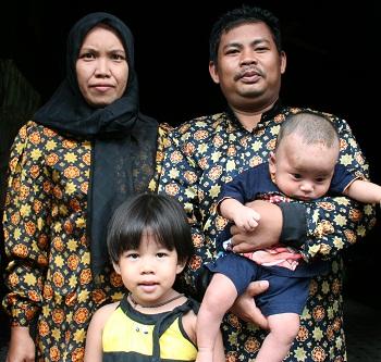 Family of Kemas Junaidi & Siti Hajir: daughter--Icha, son--Rahmat