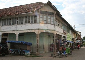 The buildings in the pasar (market) are all like this--Dutch architecture.