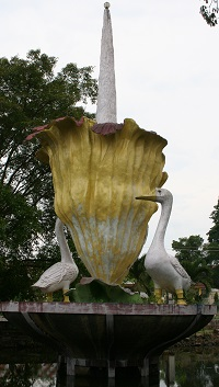 This is a depiction of a rafflesia flower, the largest known to man. The portrayal also has two geese, which is linked to a legendary story from the Jambi Province.