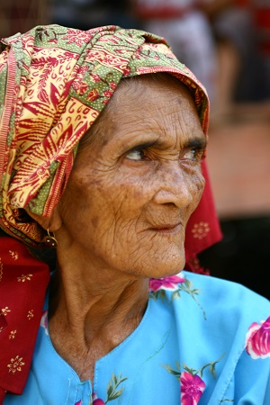 An elderly Batin woman.
