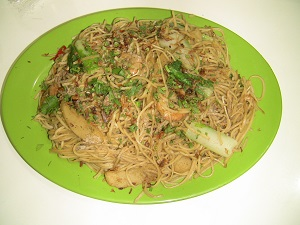 Plate of Chinese noodles, mixed with an assortment of vegetables and spices.