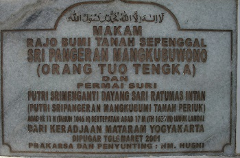 The tombstone which lists Pakubuwono III and his wife as being buried at this site, but the third grave is not listed.